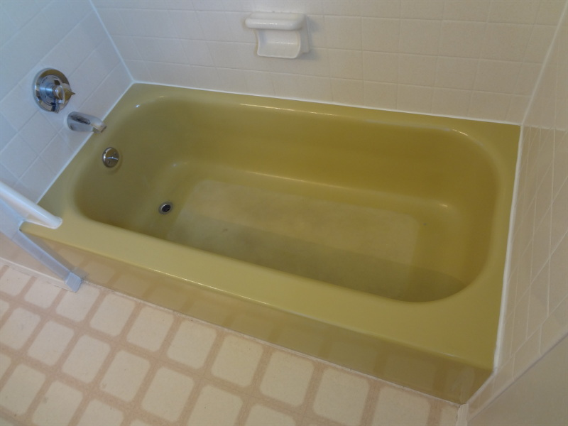 Tub before refinishing